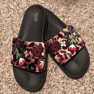 Mossimo leopard print slides with red accents
